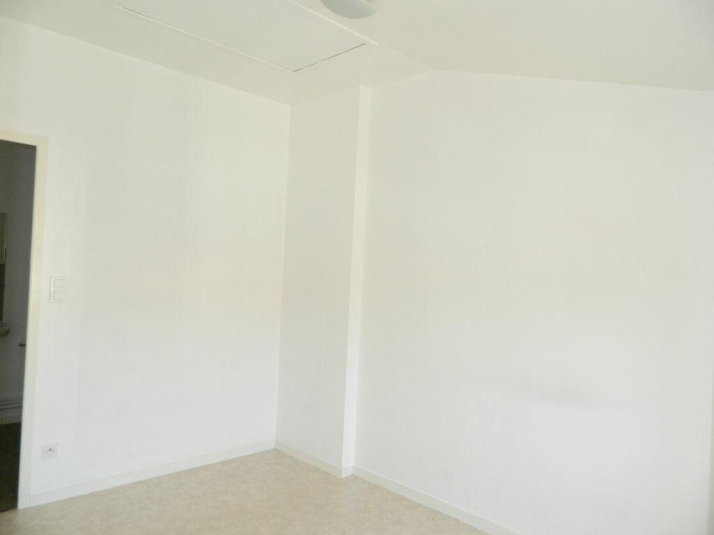 Appartement à louer 2 53m2 à Rochefort vignette-5