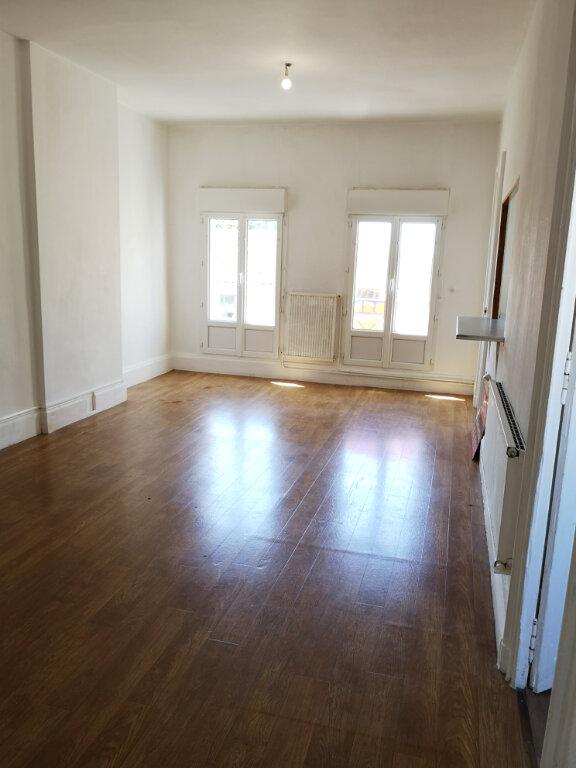 Appartement à louer 3 74.64m2 à Rochefort vignette-1