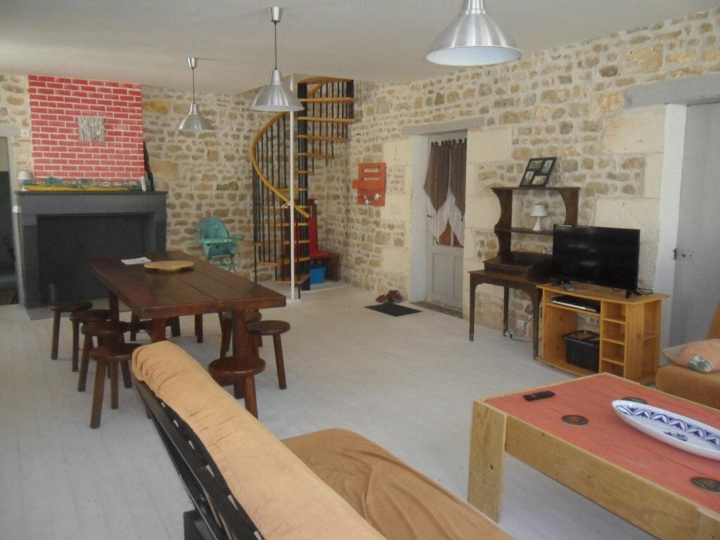 Maison à vendre 4 100m2 à Saint-Jean-d'Angle vignette-1