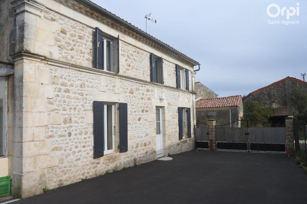 Maison à vendre 4 108m2 à La Gripperie-Saint-Symphorien vignette-1
