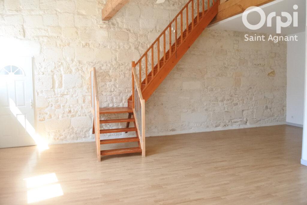 Appartement à louer 3 90m2 à Saint-Agnant vignette-1