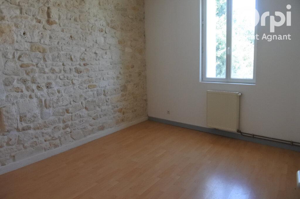 Appartement à louer 3 90m2 à Saint-Agnant vignette-3