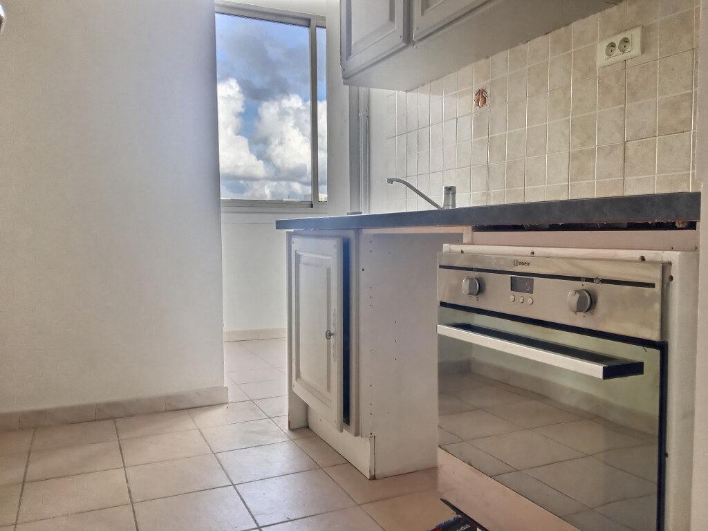Appartement à louer 3 66m2 à Marseille 5 vignette-3