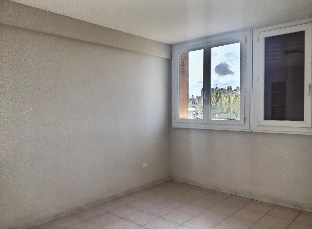 Appartement à louer 3 66m2 à Marseille 5 vignette-4