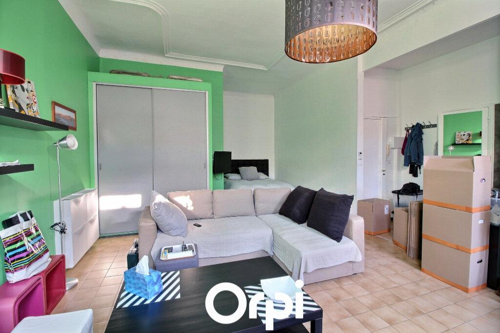 Appartement à louer 1 39m2 à Marseille 7 vignette-2