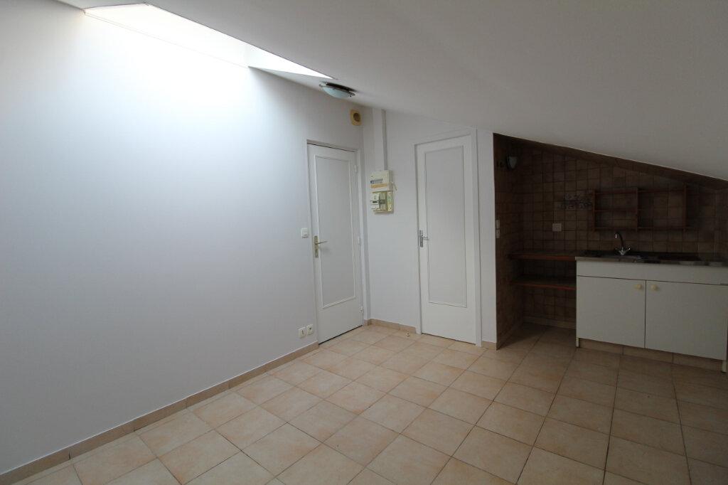 Appartement à louer 1 10.5m2 à Nozay vignette-1