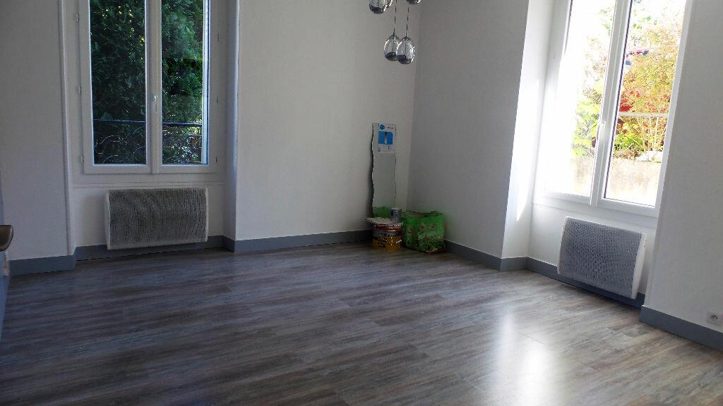 Appartement à louer 1 30m2 à Brunoy vignette-1