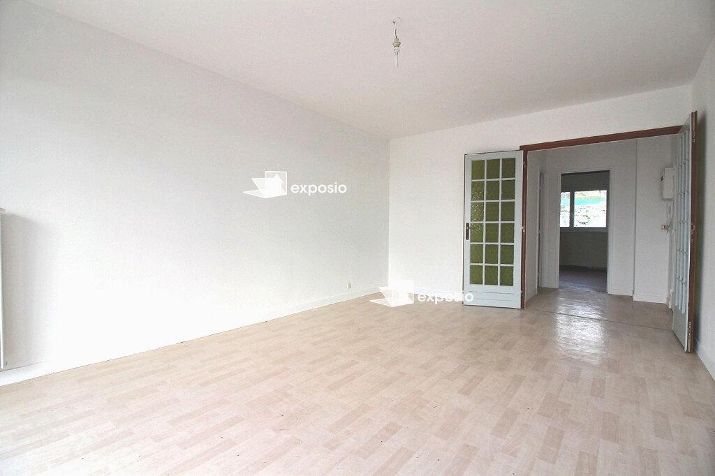 Appartement à vendre 3 66.61m2 à Saint-Pierre-du-Perray vignette-1