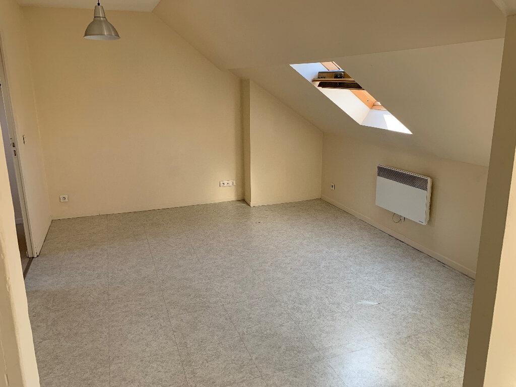 Appartement à louer 2 23.28m2 à Lille vignette-1
