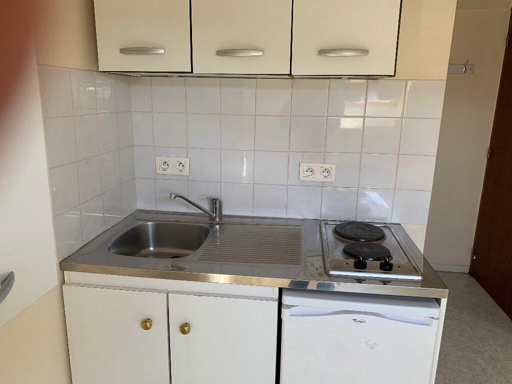 Appartement à louer 2 23.28m2 à Lille vignette-3