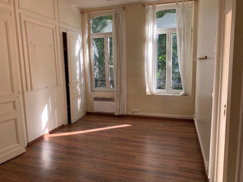 Appartement à louer 2 34.5m2 à Lille vignette-1