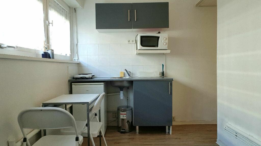Appartement à louer 1 14m2 à Lille vignette-3