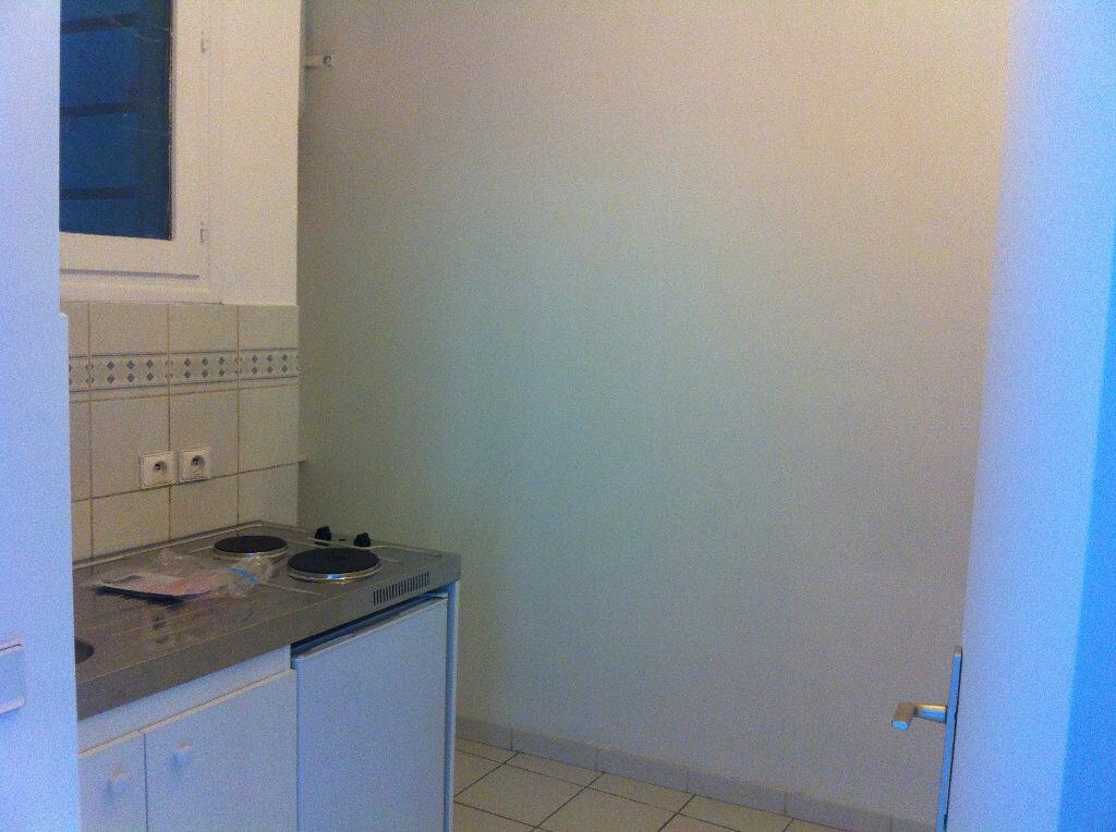 Appartement à louer 1 32.57m2 à Lille vignette-3