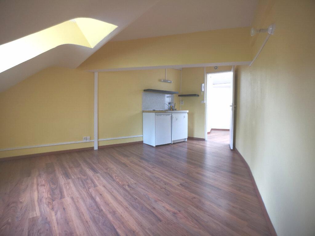 Appartement à louer 1 10.65m2 à Lille vignette-1