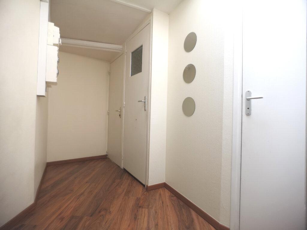 Appartement à louer 1 10.65m2 à Lille vignette-4