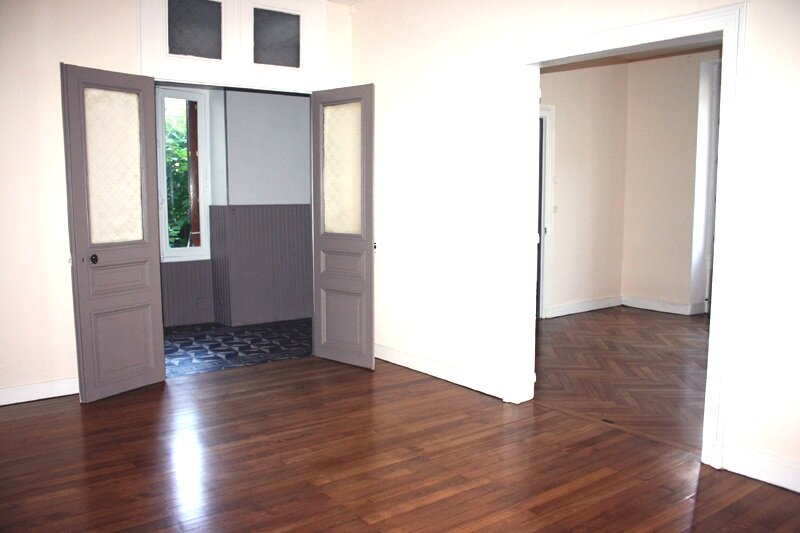 Maison à louer 4 130m2 à Mortagne-au-Perche vignette-1