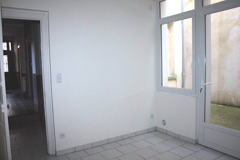 Maison à louer 4 130m2 à Mortagne-au-Perche vignette-4