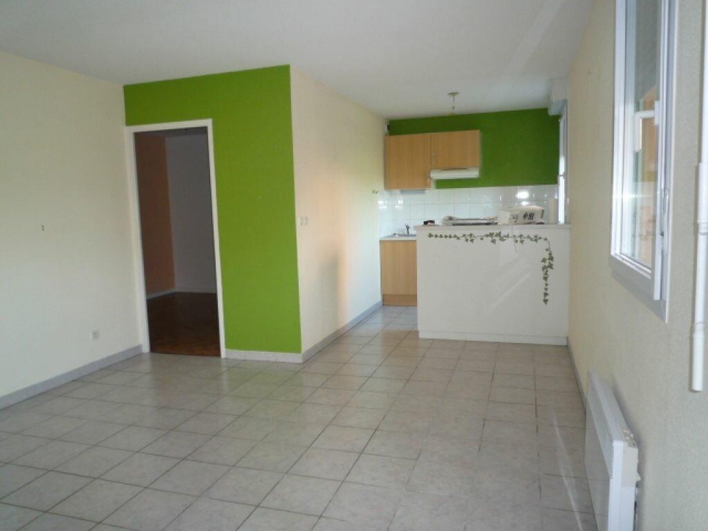 Appartement à louer 2 45m2 à Lavaur vignette-3
