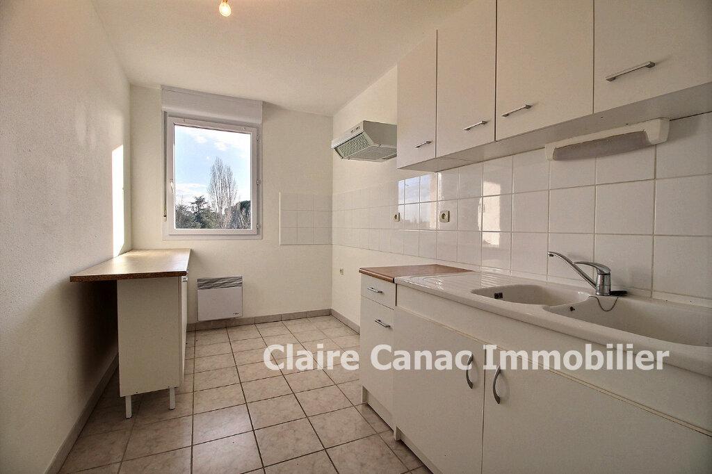 Appartement à louer 3 65m2 à Lavaur vignette-3
