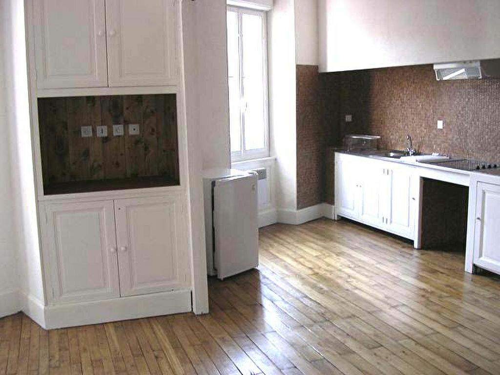 Appartement à louer 2 39m2 à Mazamet vignette-1