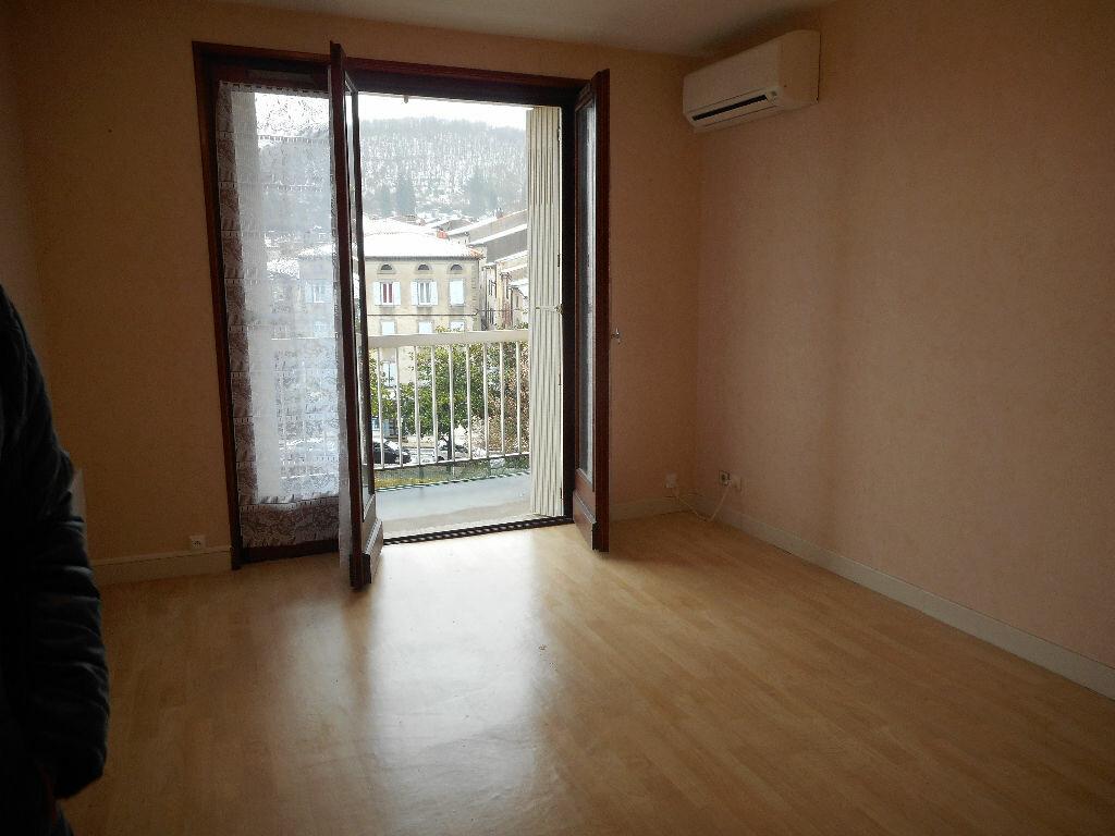 Appartement à louer 2 48m2 à Mazamet vignette-1