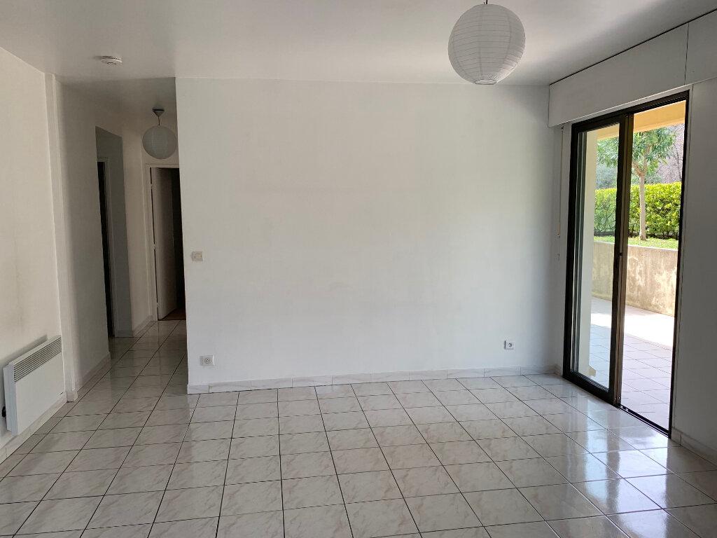Appartement à louer 3 58m2 à Vence vignette-2