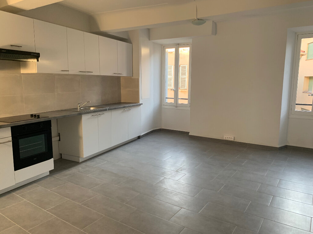 Appartement à louer 4 76m2 à Vence vignette-1