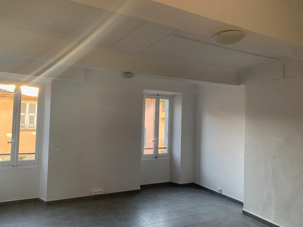 Appartement à louer 4 76m2 à Vence vignette-3