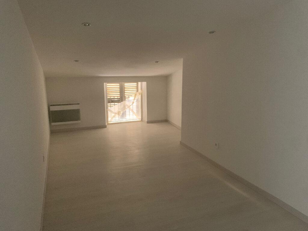 Appartement à louer 4 76m2 à Vence vignette-7
