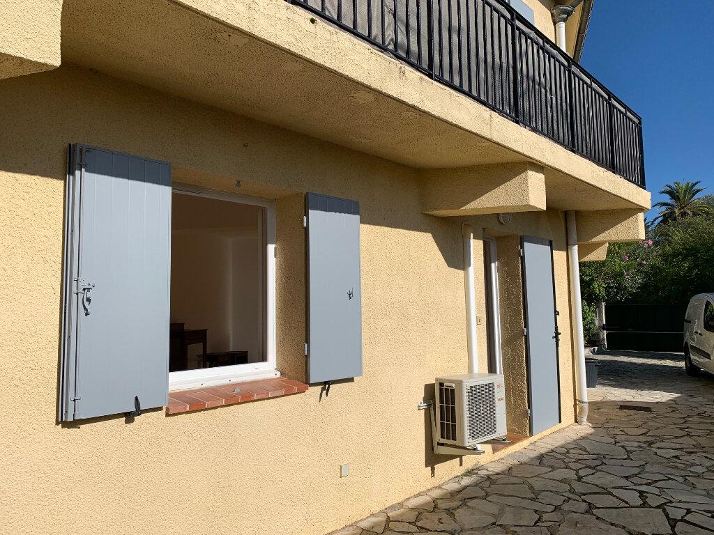 Appartement à louer 1 30m2 à Vence vignette-1
