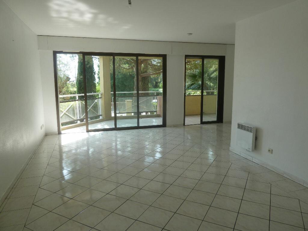 Appartement à louer 3 74m2 à Vence vignette-1