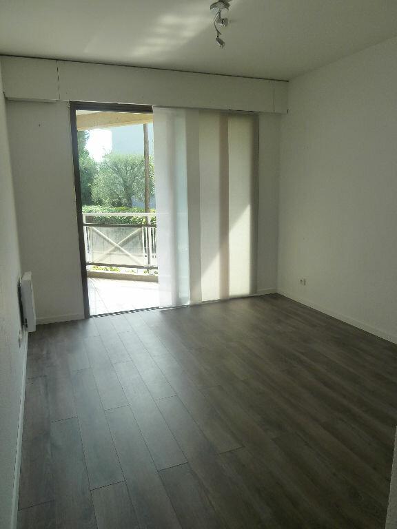 Appartement à louer 3 74m2 à Vence vignette-4