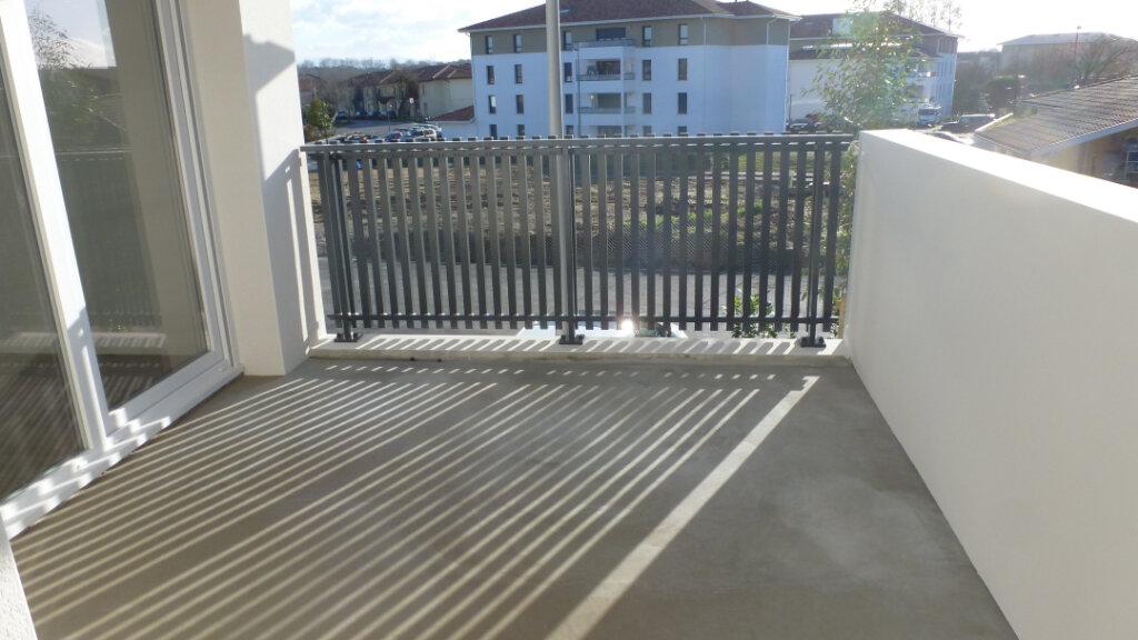 Appartement à louer 4 80.96m2 à Saint-Martin-de-Seignanx vignette-1