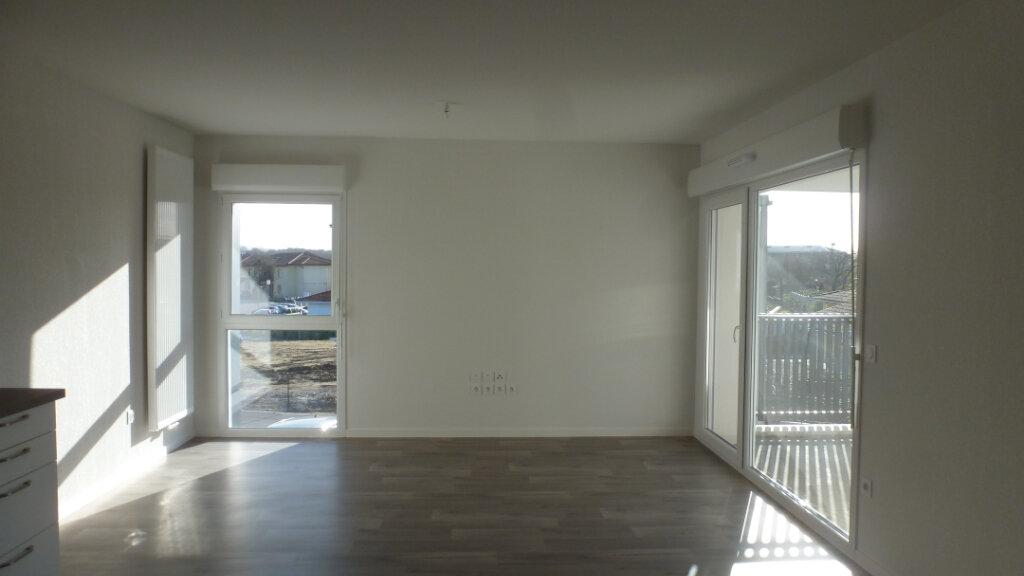 Appartement à louer 4 80.96m2 à Saint-Martin-de-Seignanx vignette-2
