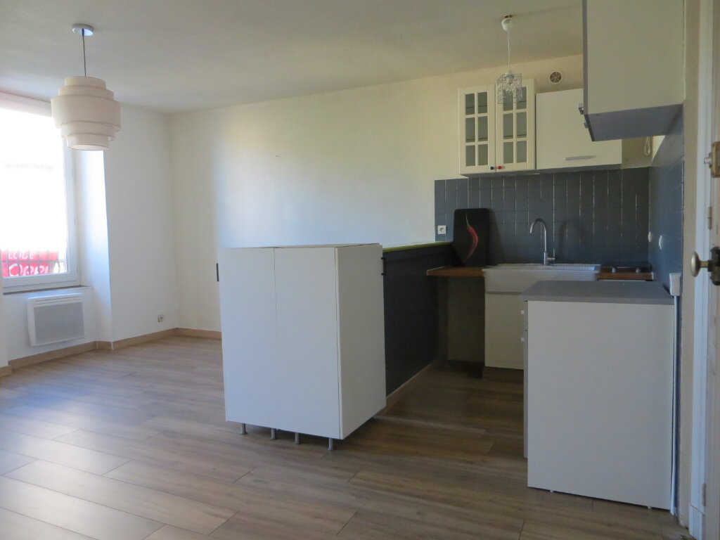 Appartement à louer 3 56m2 à Ornaisons vignette-1