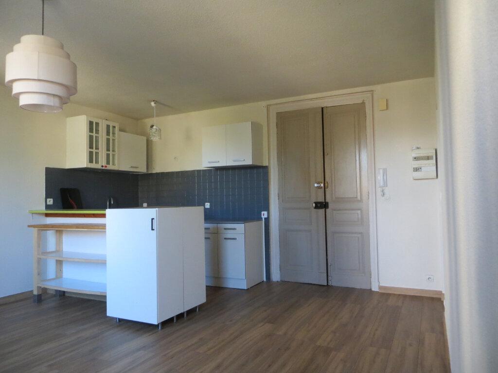 Appartement à louer 3 56m2 à Ornaisons vignette-2