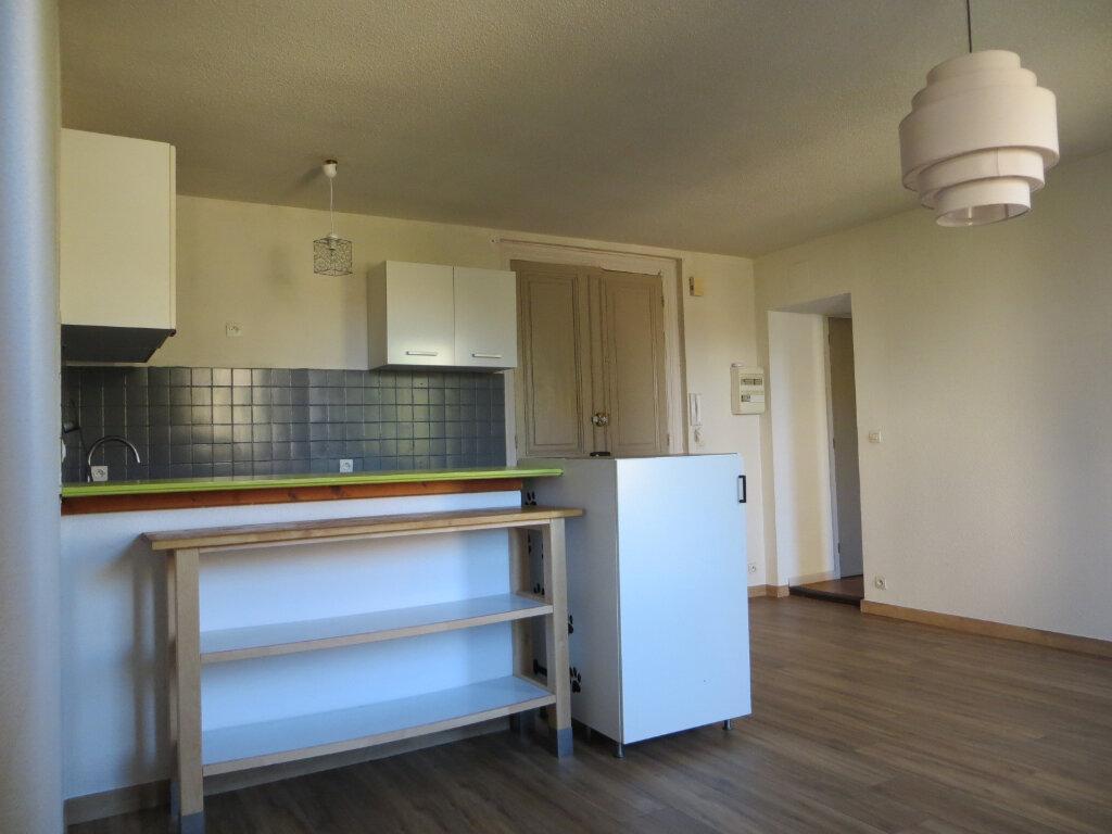 Appartement à louer 3 56m2 à Ornaisons vignette-3