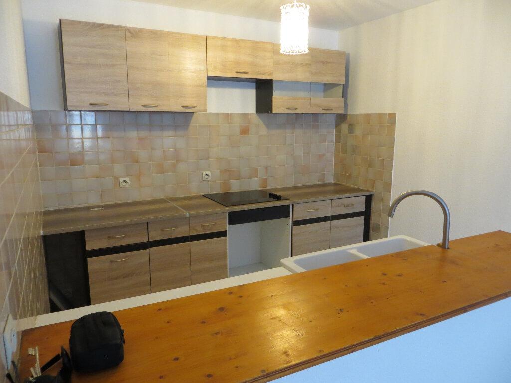 Appartement à louer 3 60m2 à Ornaisons vignette-1