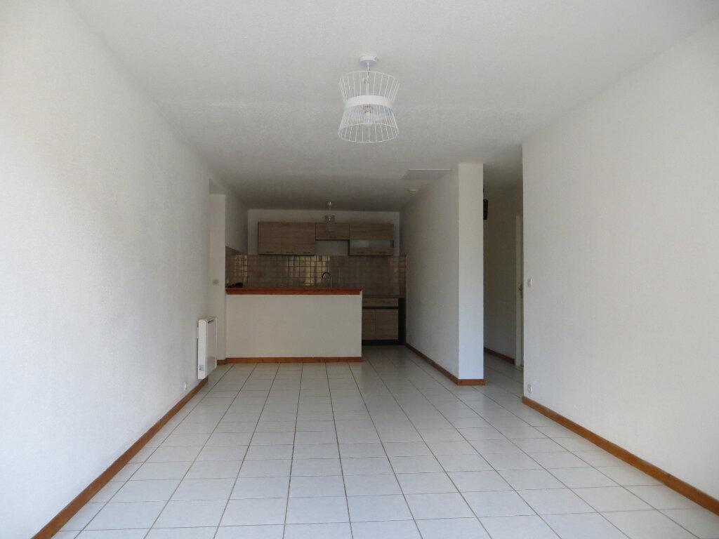 Appartement à louer 3 60m2 à Ornaisons vignette-3