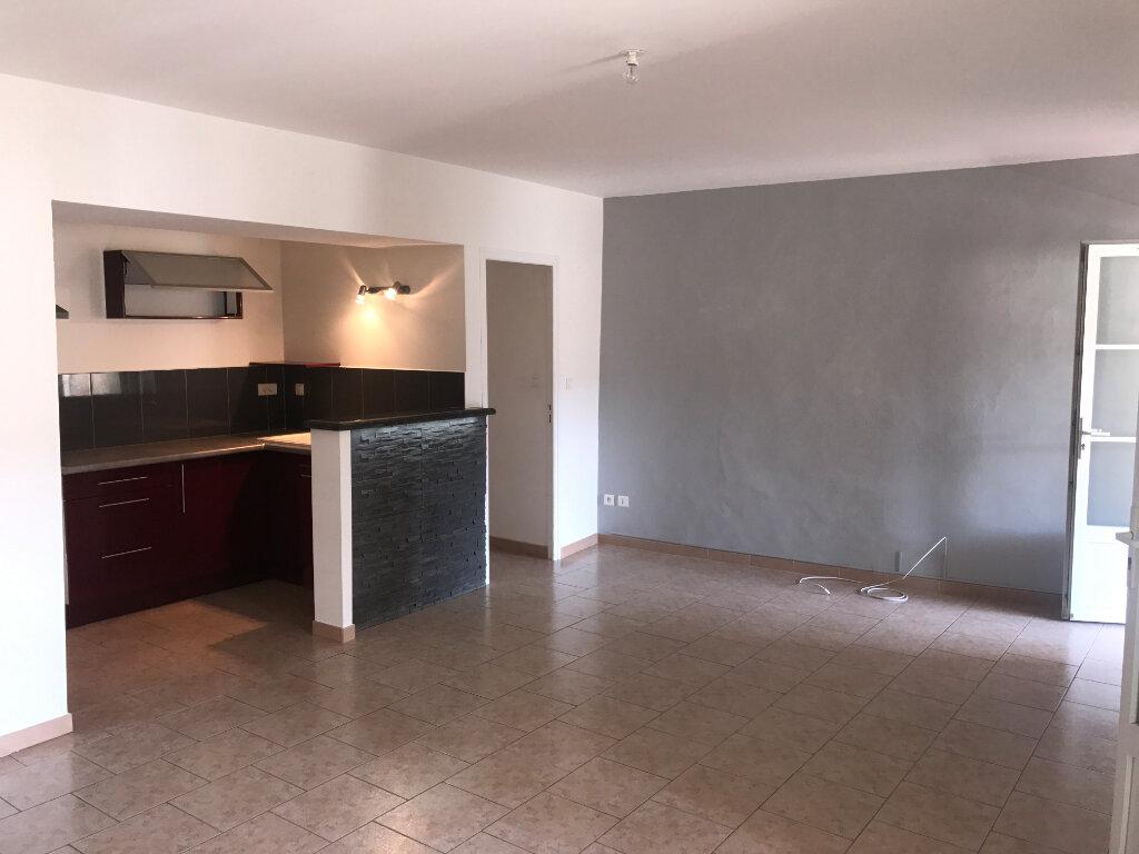 Appartement à louer 3 63m2 à Saussines vignette-2