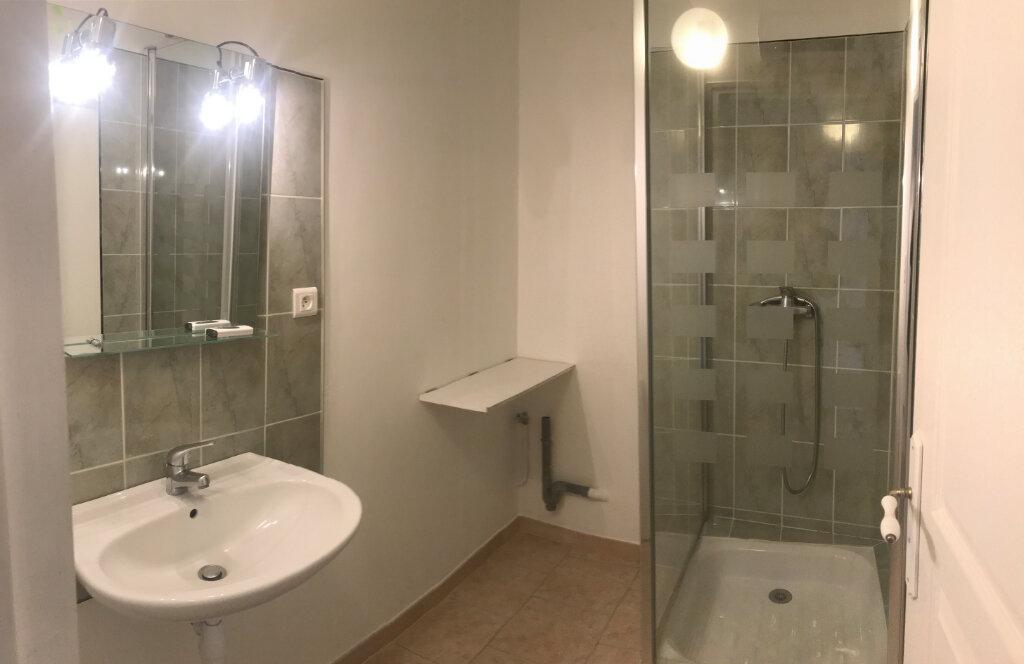 Appartement à louer 3 63m2 à Saussines vignette-5