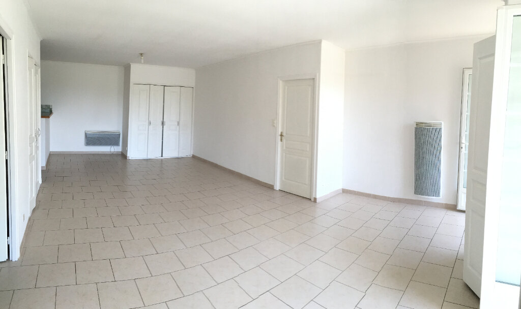 Appartement à louer 4 104.6m2 à Saussines vignette-2