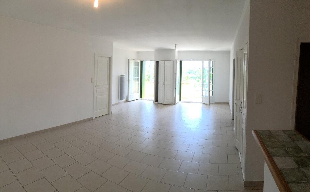 Appartement à louer 4 104.6m2 à Saussines vignette-3