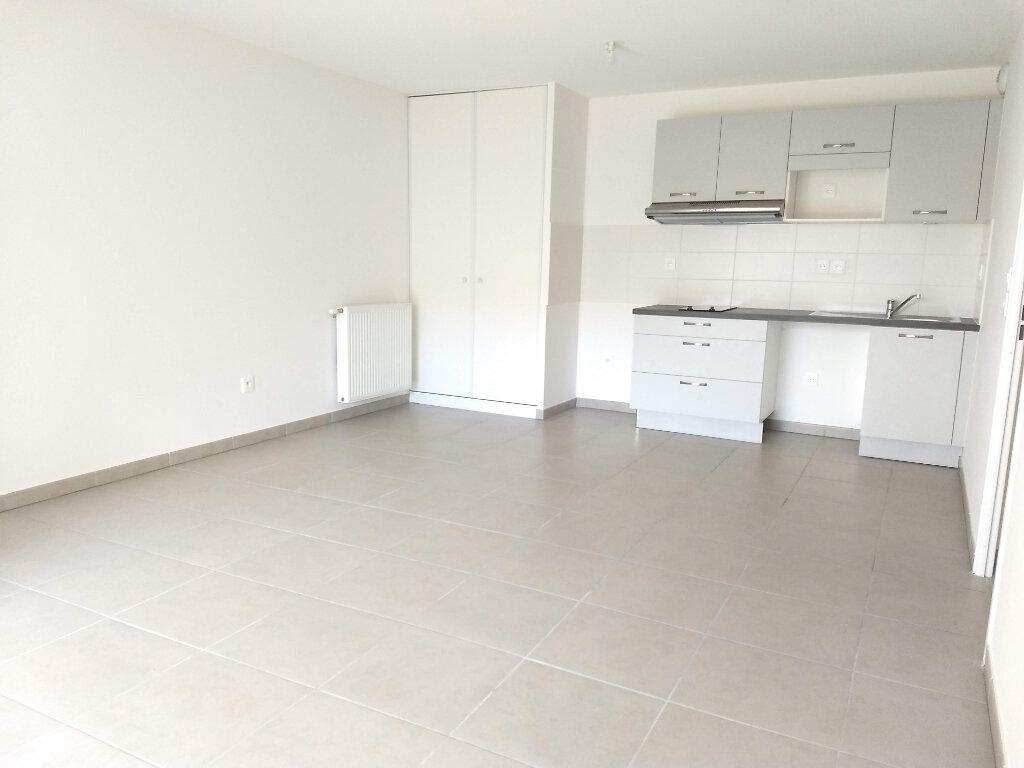 Appartement à louer 3 60.87m2 à Tournefeuille vignette-1