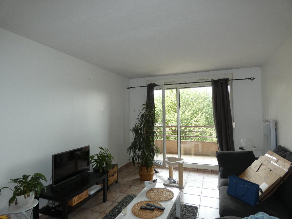 Appartement à louer 2 47.85m2 à Saint-Genis-Laval vignette-1