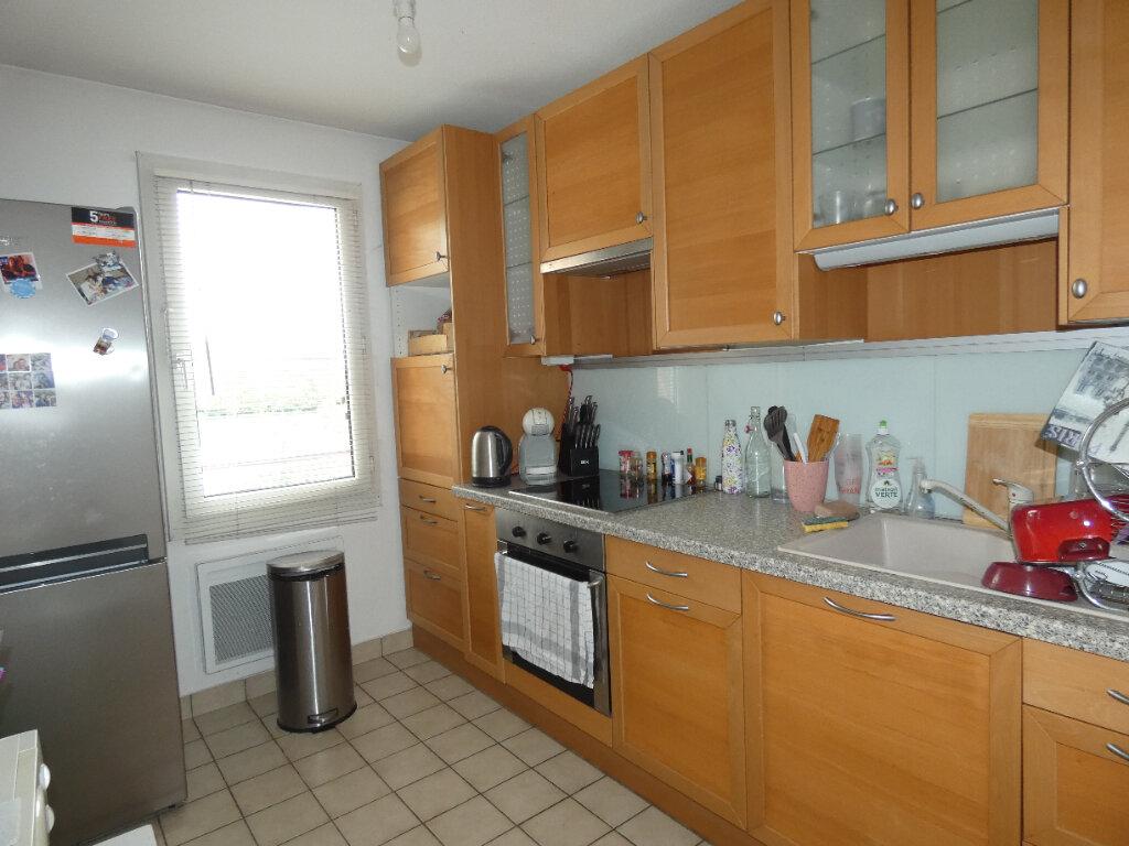 Appartement à louer 2 47.85m2 à Saint-Genis-Laval vignette-2