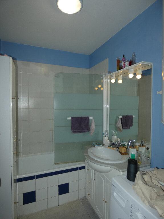 Appartement à louer 2 47.85m2 à Saint-Genis-Laval vignette-4