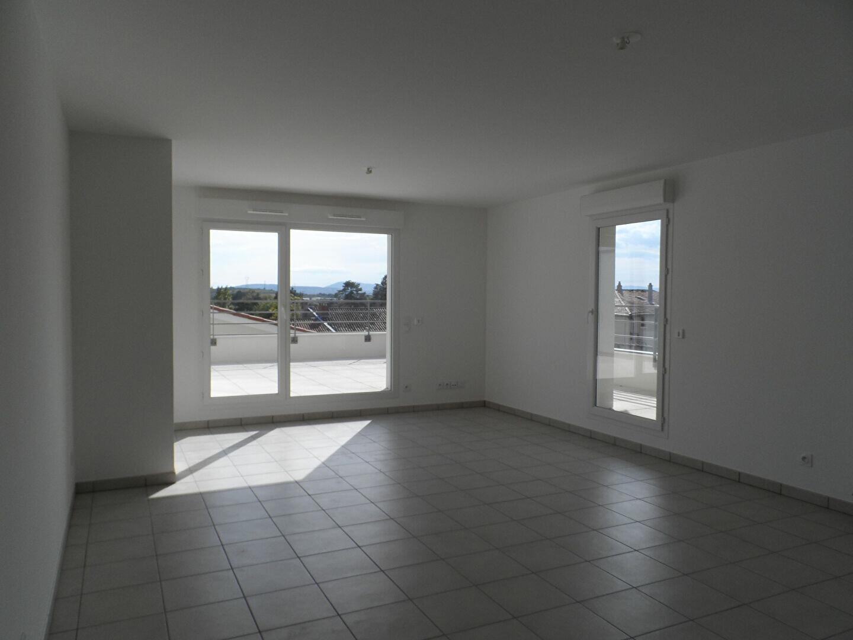Appartement à louer 3 71.99m2 à Vourles vignette-2