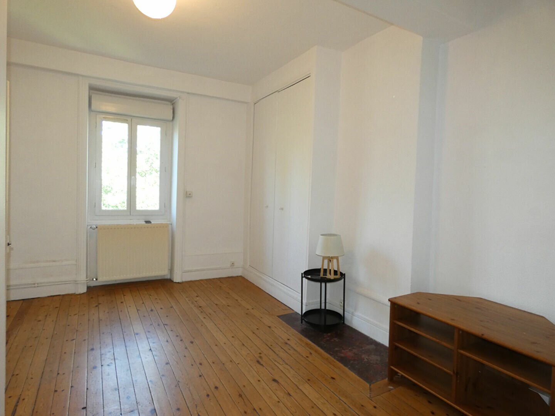 Appartement à louer 2 39m2 à Saint-Genis-Laval vignette-1