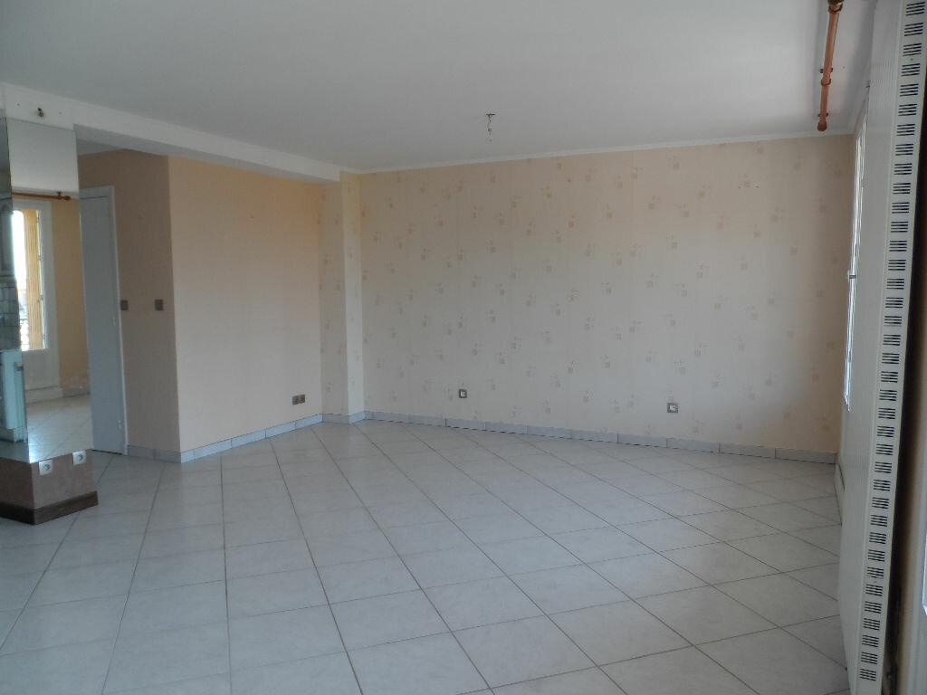 Appartement à louer 2 60.63m2 à Saint-Genis-Laval vignette-1